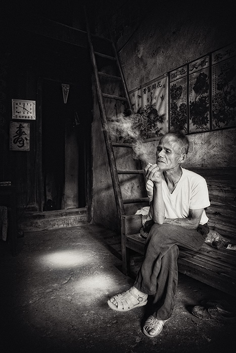 Watching the hours fly, Xing Ping, China.